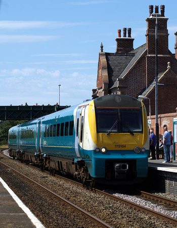 Arriva Trains 175 DMU at Frodsham 22/07/12