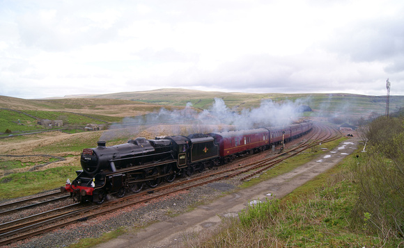 Stanier 'Black 5' 44932 at Garsdale on the 'Fylde Coast Express' 22/05/13
